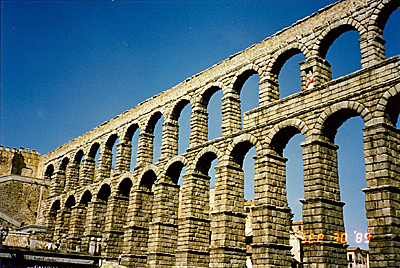ローマ水道橋 Acueducto romano
