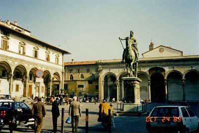 サンティッシマ アヌンティアータ広場 Piazza Santissima Annunziata
